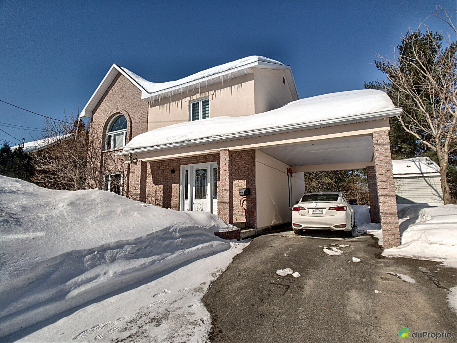 Winter Front - 130 rue Orléans, Alma for sale