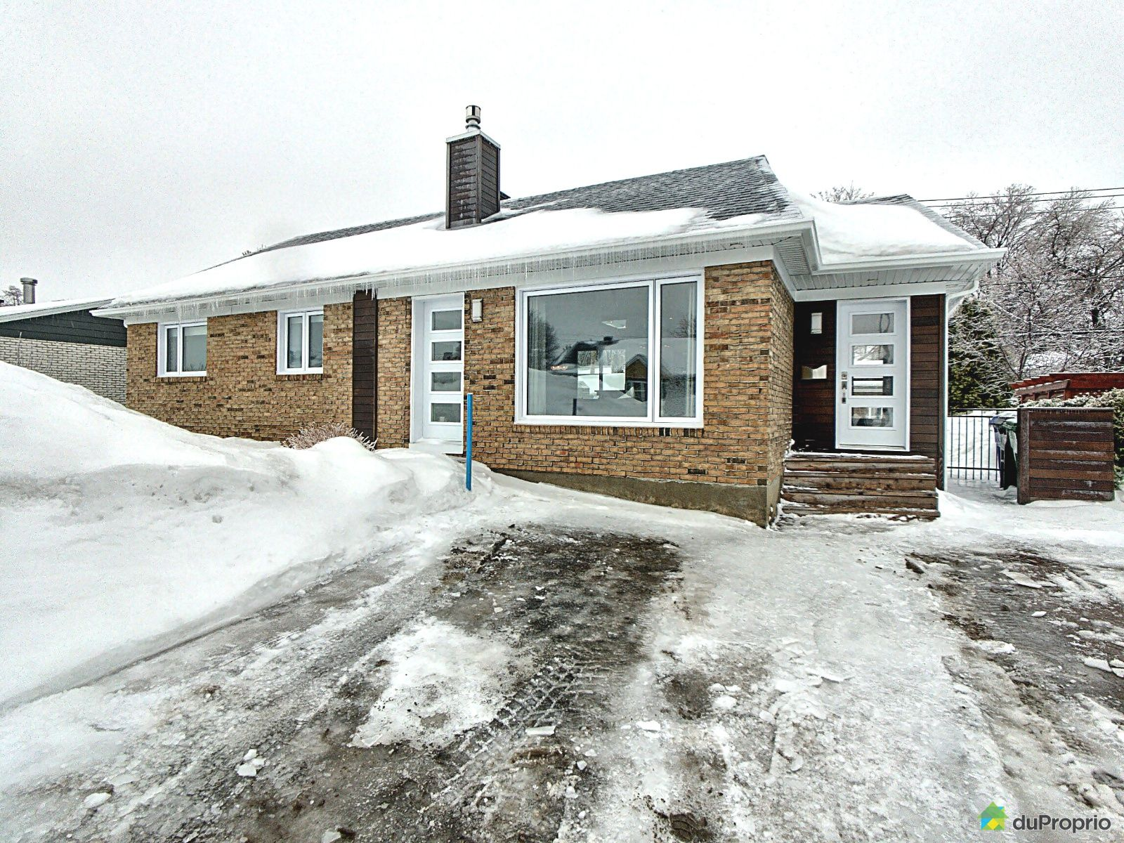 Winter Front - 1628 rue de Courtrai, L'Ancienne-Lorette for sale