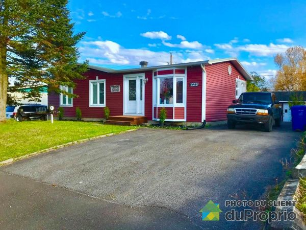 Summer Front - 426 rue Marika, Lac-St-Charles for sale