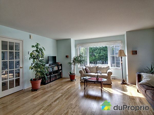 Living Room - 589 rue Gilbert-Dionne, Mont-St-Hilaire for sale