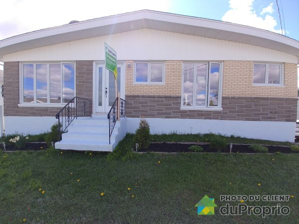 Front Yard - 6 avenue Martel de Brouage, Baie-Comeau for sale