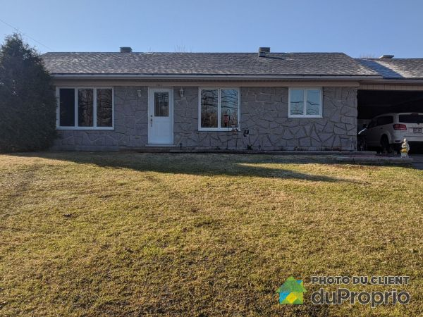 Summer Front - 1223 rue Jacques-Bedard, Lac-St-Charles for sale