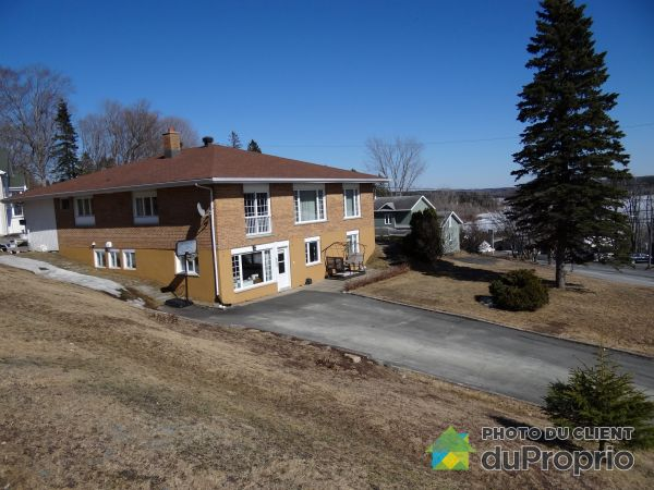 Suite Entrance - 300 rue Chouinard, Lac-Etchemin for sale