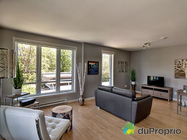 Living Room - 324 avenue Léo-Lacombe, Laval-des-Rapides for sale