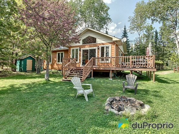 172 chemin du Lac-Castor-Blanc, Gracefield for sale