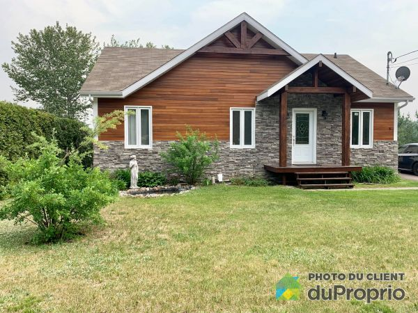 430 rue Principale, Ste-Jeanne-D'Arc for sale