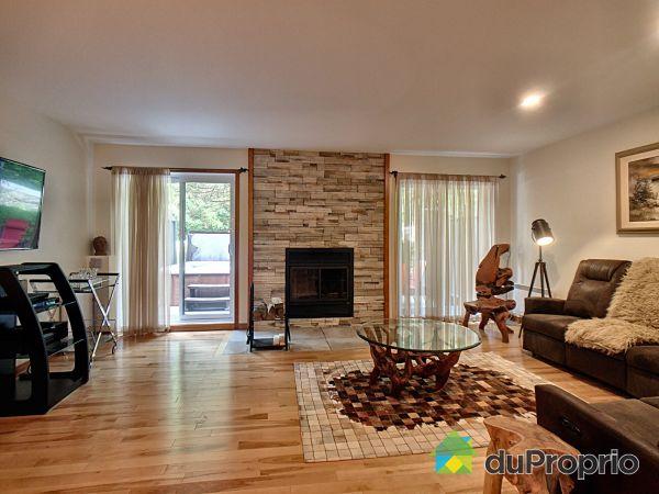 Living Room - 179 rue Dorchester, Bromont for sale