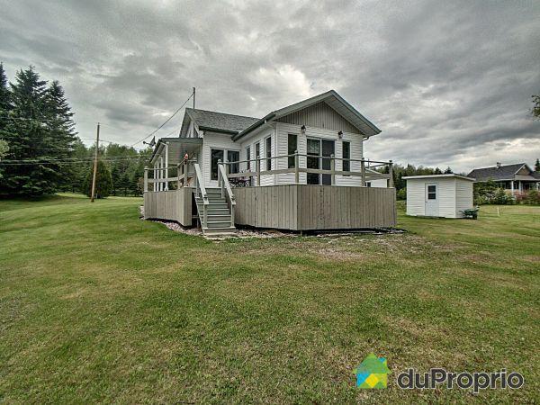 305 chemin du Barrage, Lac-Bouchette for sale