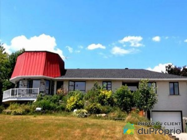 Summer Front - 260 route Yamaska, St-Hugues for sale