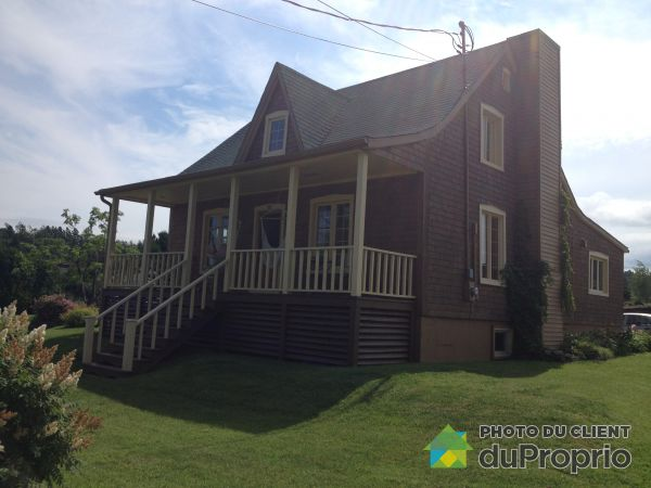 Summer Front - 181 rue Notre-Dame Ouest, Cap-Chat for sale