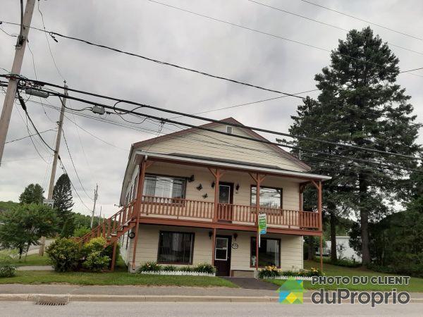 521-523, rue Principale, Lac-Aux-Sables à vendre