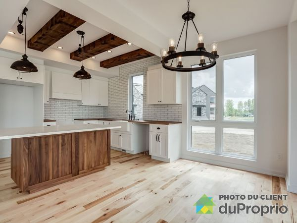 Salle à manger / Cuisine - chemin du Relais - Quartier Meredith - Modèle le Métis B - Par Exo Construction, Chelsea à vendre