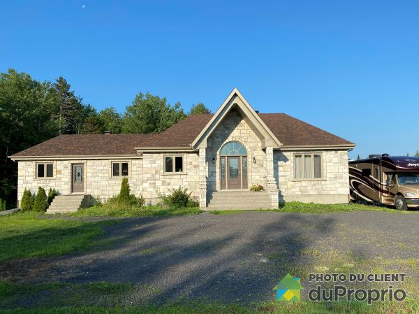Summer Front - 1334 avenue Taniata, St-Jean-Chrysostome for sale