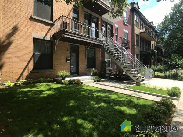 Front Yard - 4859 rue Hutchison, Le Plateau-Mont-Royal for sale