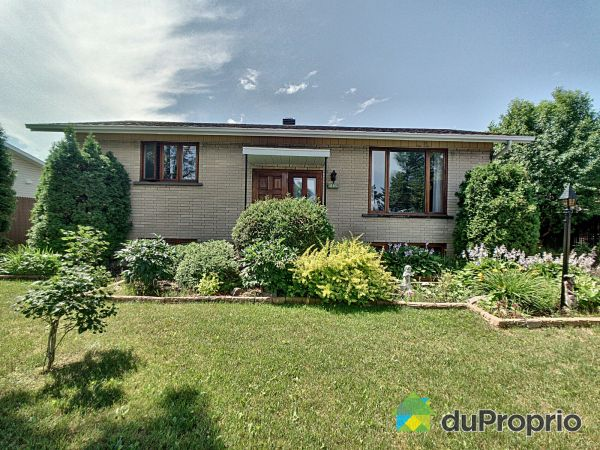 Summer Front - 2496 rue Brodeur, Jonquière (Arvida) for sale