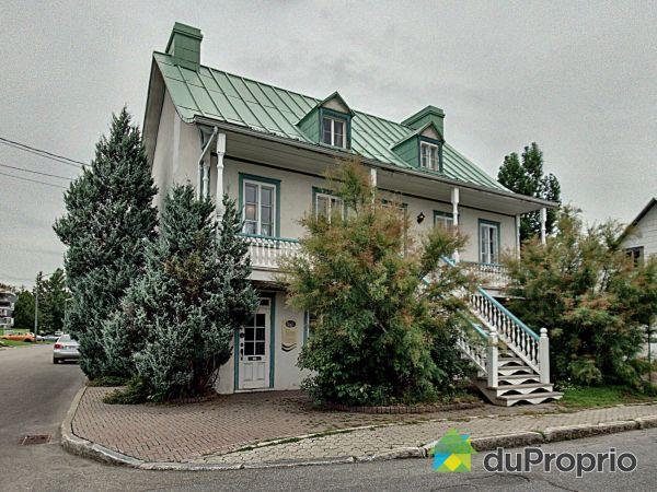 Front Balcony - 127 avenue des Cascades, Beauport for sale
