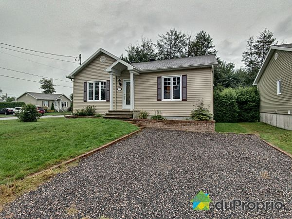 Front Yard - 77 rue Leclerc, Pont-Rouge for sale