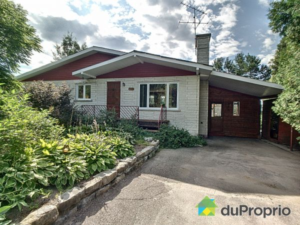 Summer Front - 209 rue Michel-Simard, St-Fulgence for sale