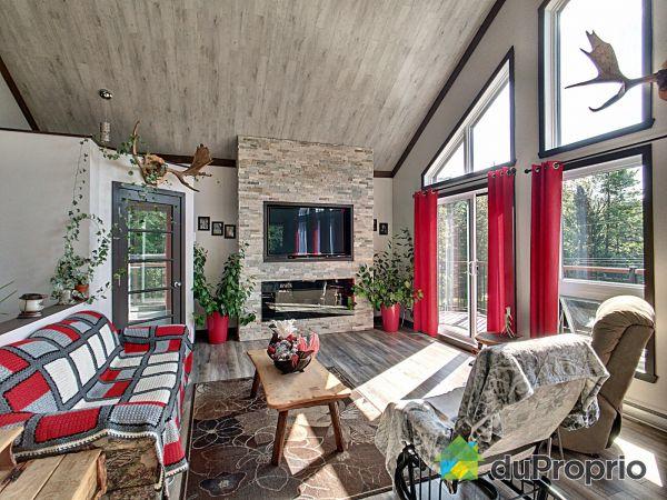 Living Room - 109 chemin du Lac-Clair, La Macaza for sale