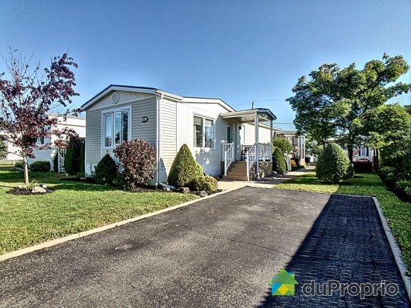 Summer Front - 51 rue de la Diligence, St-Basile-Le-Grand for sale