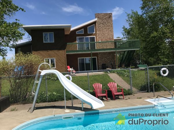 Pool - 229 rue des Buissons, Val-d'Or for sale