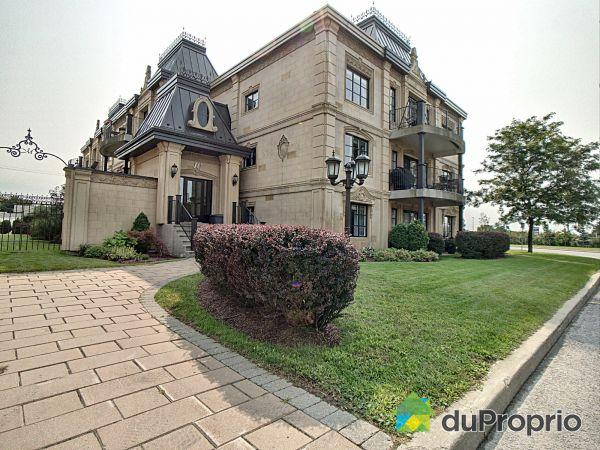 301-10 rue des Manoirs, Charlemagne for sale