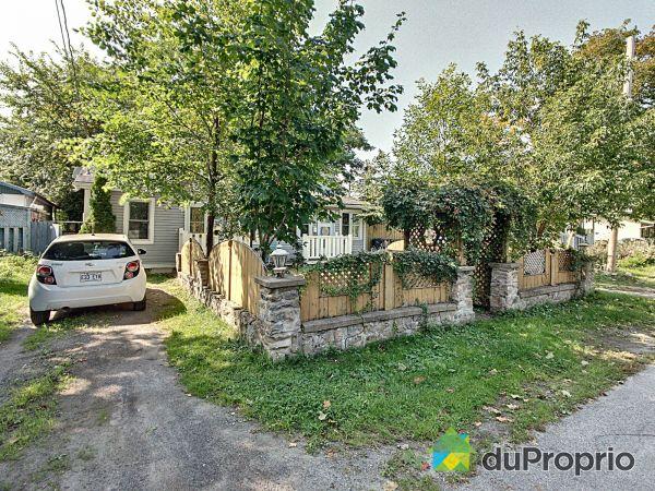 132-134, rue Elm, Deux-Montagnes for sale