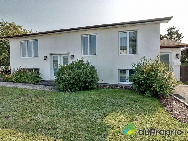 Entrée - 1063-1065, rue des Rosiers, La Baie à vendre