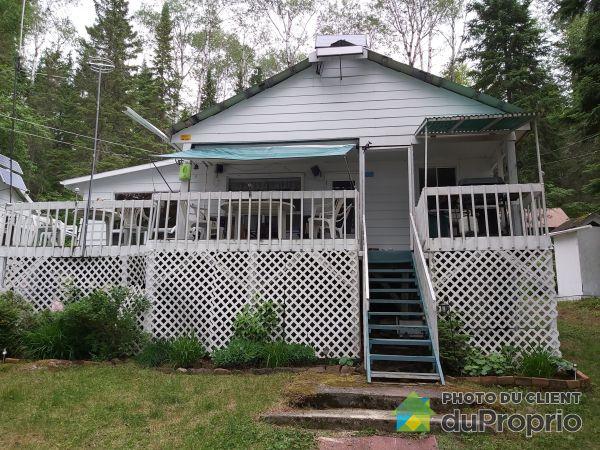 Cottage - 1 rue Caron, La Tuque for sale