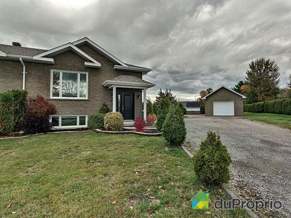Summer Front - 300 rue Bouchard, St-Honore-De-Chicoutimi for sale