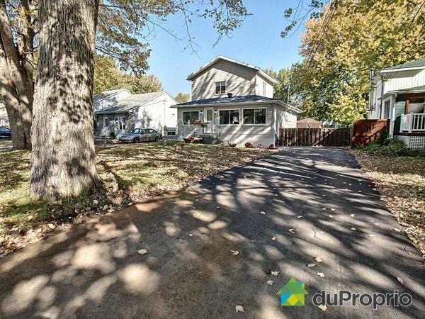 Driveway - 374 16e Avenue, Pointe-Calumet for sale