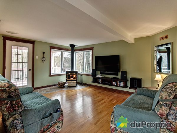 Living Room - 22 chemin du Lac-Osman, St-Fulgence for sale