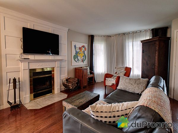 Living Room - 293 rue Damien-Benoit, Mont-St-Hilaire for sale