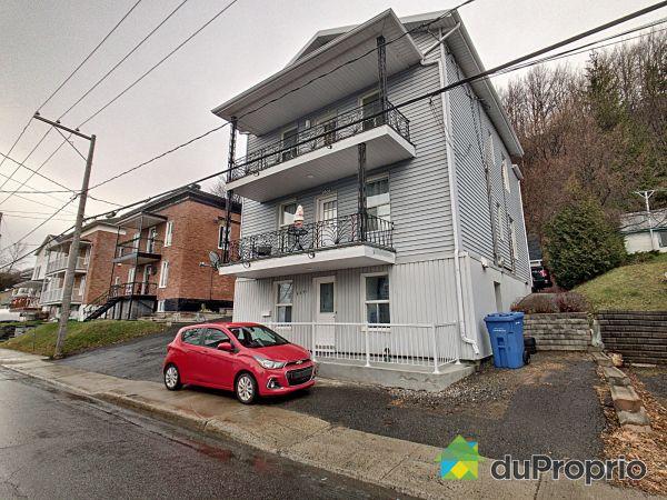 East Side - 9531-9539, avenue Royale, Ste-Anne-de-Beaupré for sale