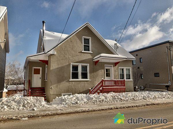 1013-1015, rue Principale, Petite-Rivière-St-François à vendre