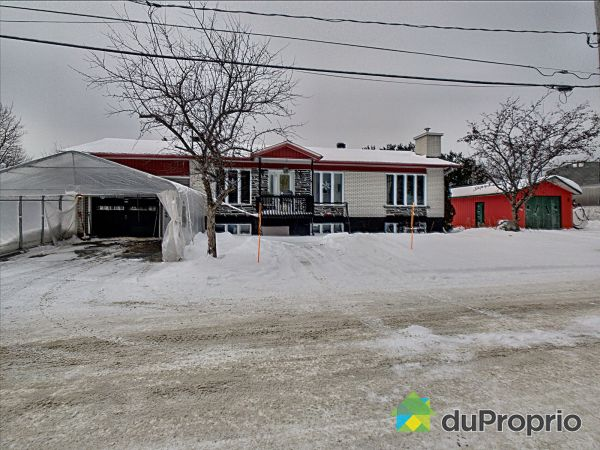 Winter Front - 39 rue Maurice, St-Magloire-De-Bellechasse for sale