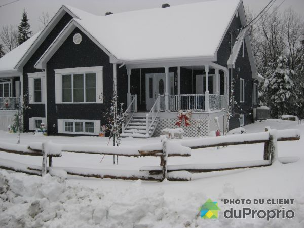 Winter Front - 3228 rue Sévigny, Lac-Mégantic for sale