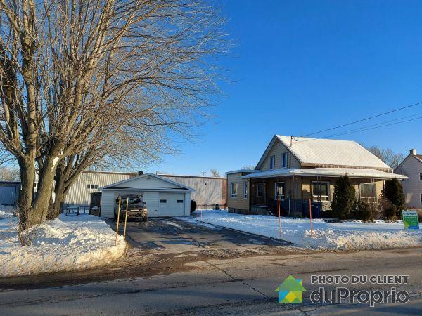 Winter Front - 425 rue Principale, Ste-Anne-De-La-Perade for sale