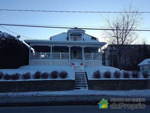 Winter Front - 112 rue Denison Est, Granby for sale