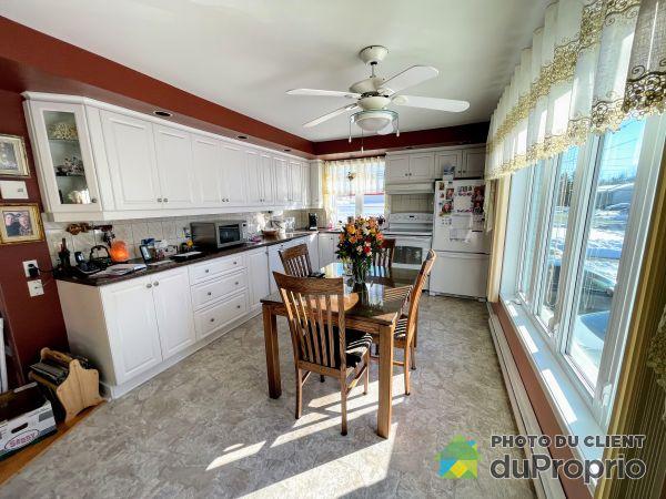 Kitchen - 93 rue de l'Église, Mercier for sale