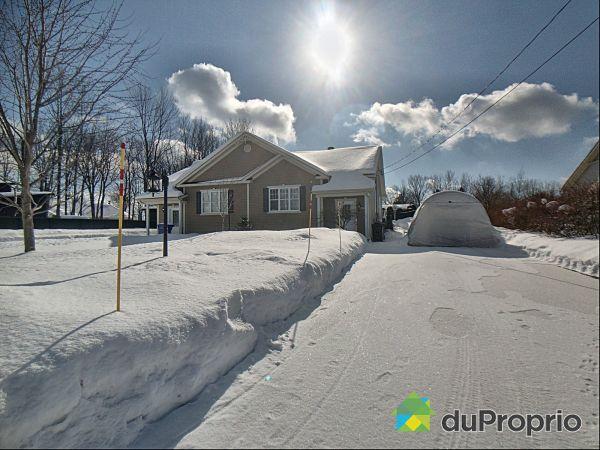Winter Front - 739 rue Laro, Roxton Pond for sale