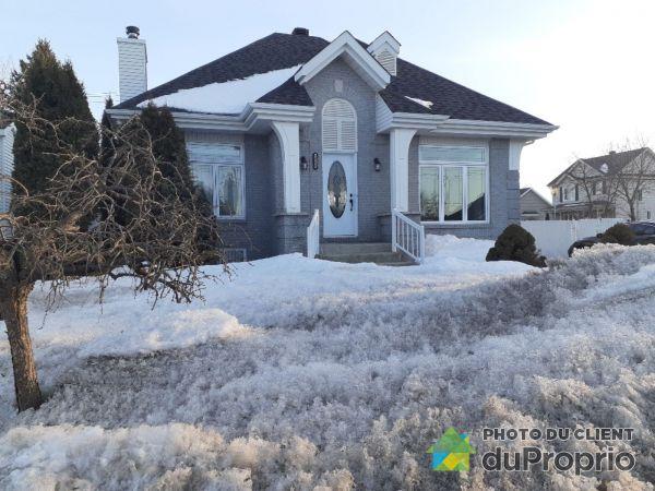 Winter Front - 3118 rue Laurin, Ste-Marthe-Sur-Le-Lac for sale