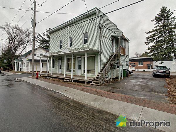537, rue Charbonneau, Mont-Tremblant (St-Jovite) à vendre
