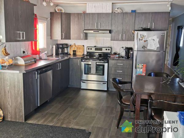 Kitchen - 66 3e Rue, Pointe-Lebel for sale