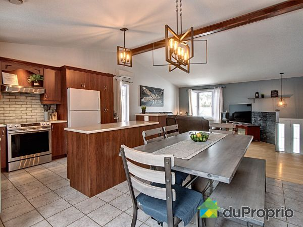 Eat-in Kitchen - 10 rue Richelieu, Ste-Brigitte-De-Laval for sale