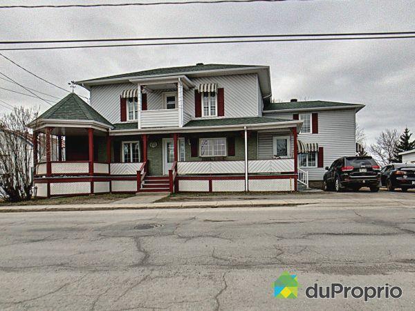 918, rue Commerciale Nord, Témiscouata-sur-le-Lac à vendre