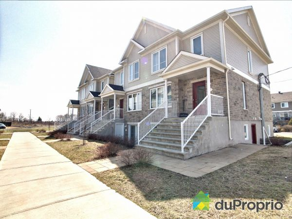 Street - 205 rue Joseph-Bresse, Chambly for sale