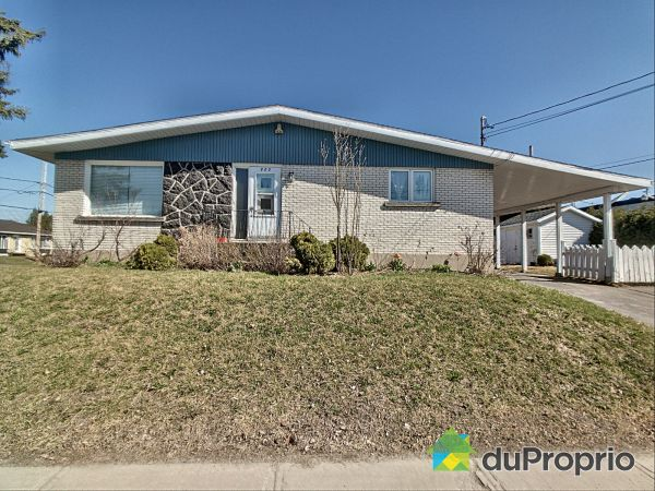 805 BOUL SAINT-LUC, Alma for sale