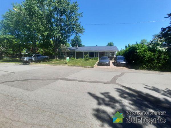 Front Yard - 927 rue du Niagara, Ste-Foy for sale