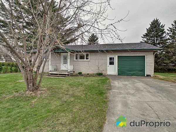 215 rue Rosedale, Ayer's Cliff for sale